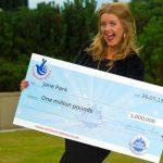 La plus jeune gagnante de l'Euromillions se plaint beaucoup!
